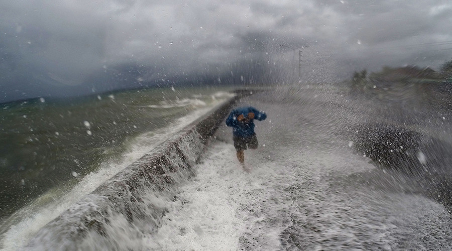 At least 13 killed, thousands flee as typhoon Melor strikes Philippines (VIDEOS)