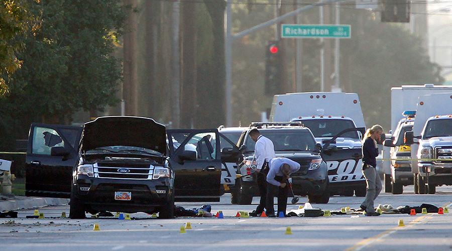 Crime Scene investigators examine the scene of the investigation in San Bernardino, California December 4, 2015 © Alex Gallardo