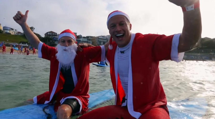 320 'Surfing Santas' set world record in Australia (VIDEO)