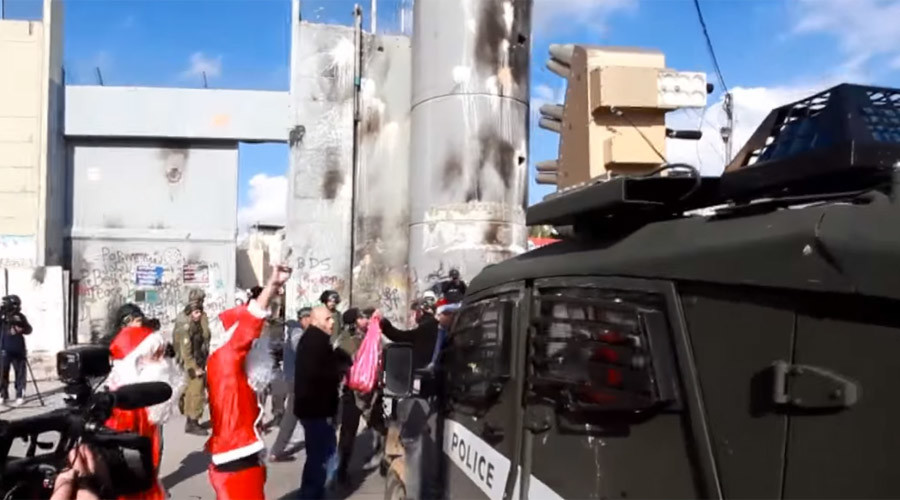 14 injured as Palestinian 'Santas' clash with Israeli police in Bethlehem (VIDEO)
