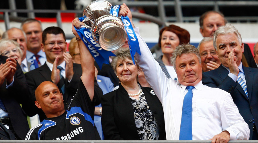 Chelsea manager Guus Hiddink holds the trophy after English FA Cup final match victory against Everton, May 30, 2009. © Eddie Keogh