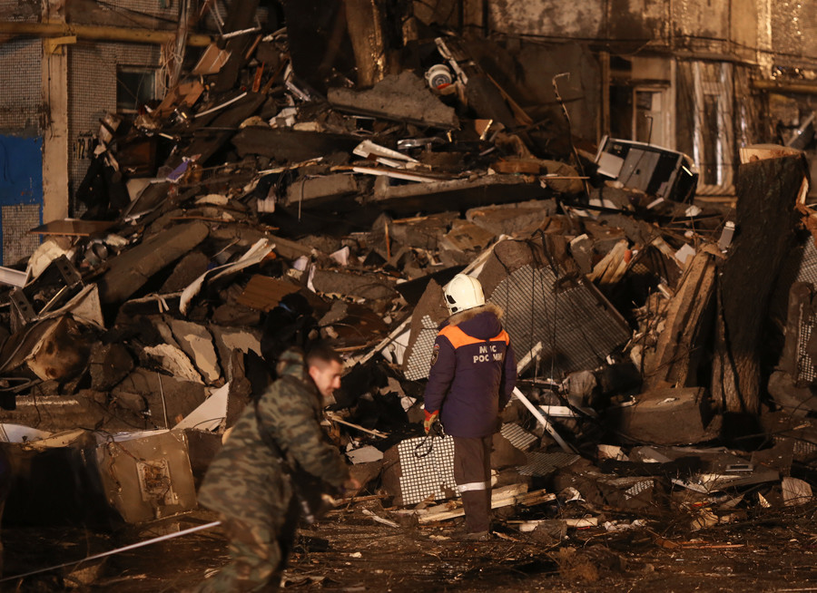 An Emergency Ministry crew members are seen near the residential building on Kosmonavtov Street in Volgograd destructed in a household gas explosion © Kirill Braga