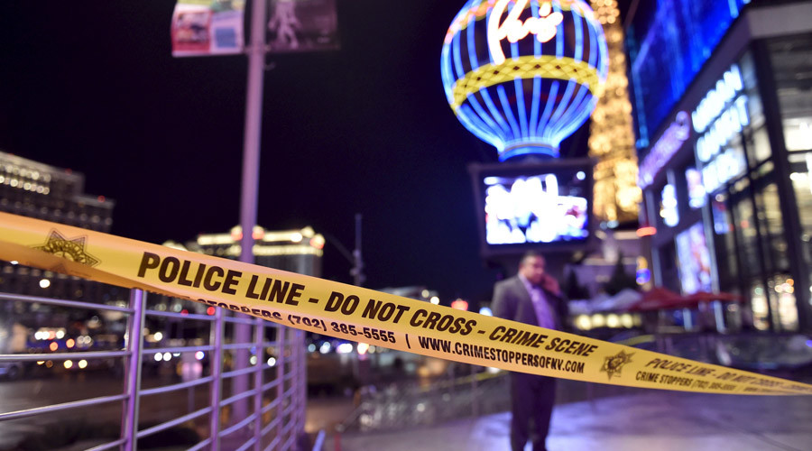 Las Vegas police investigate following a traffic accident in front of the Planet Hollywood Hotel in Las Vegas, Nevada, near the hotel and casino where the Miss Universe pageant was being held, December 20, 2015. © David Becker