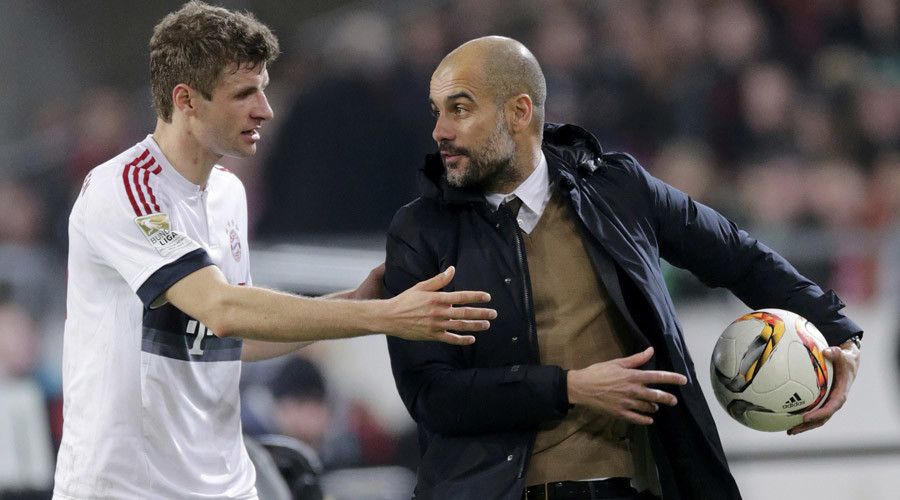 Hanover 96 v Bayern Munich   - German Bundesliga - HDI Arena, Hanover, Germany- 05/12/15 Bayern Munich's coach Pep Guardiola talks to Thomas Mueller during the match. © Fabian Bimmer