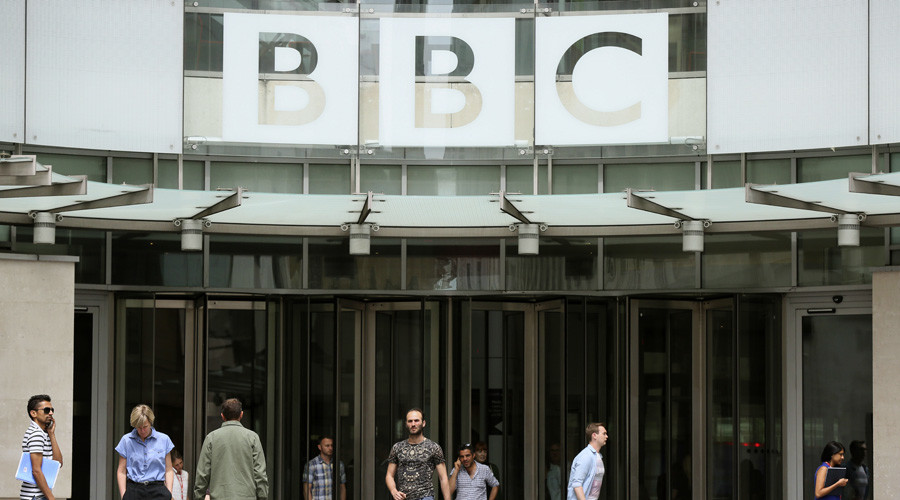People arrive and depart from Broadcasting House, the headquarters of the BBC, in London © Paul Hackett