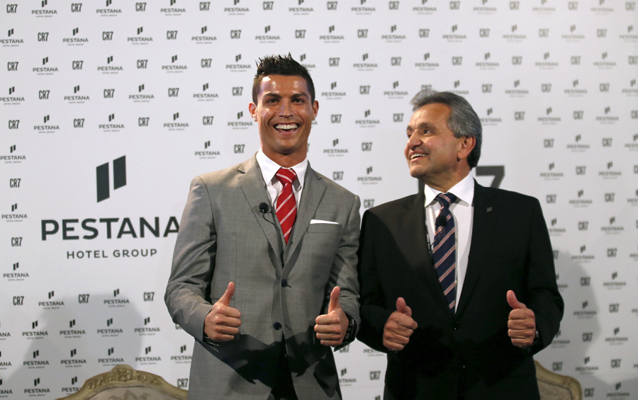Cristiano Ronaldo poses with Dionisio Pestana, President of the Pestana Group, during a publishing event in Lisbon, Portugal December 17, 2015. © Rafael Marchante