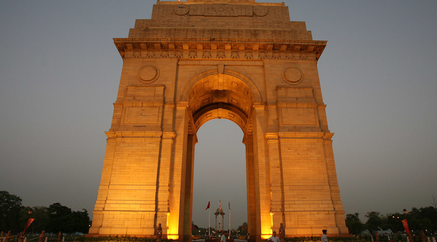 Indian air force soldiers stand guard in front of the historic India Gate in New Delhi © Vijay Mathur