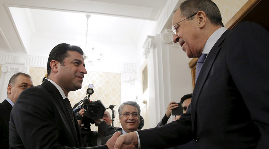 Russian Foreign Minister Sergey Lavrov shakes hands with co-chair of the pro-Kurdish Peoples' Democratic Party (HDP) Selahattin Demirtas during a meeting in Moscow, Russia, December 23, 2015 © Maxim Shemetov