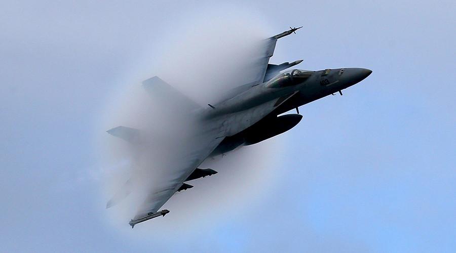A F18 Super Hornet © Mark Wilson