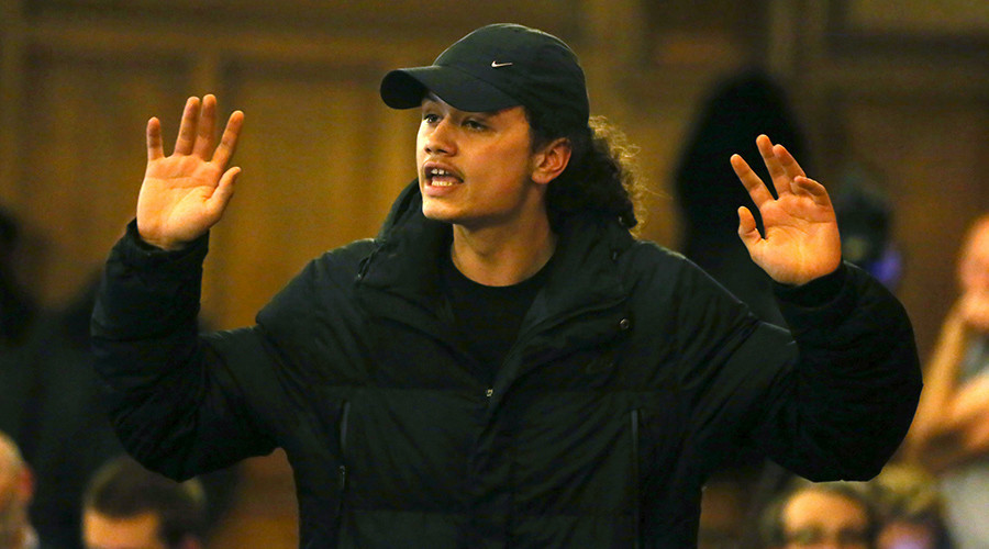 A member of the audience gestures during questions at a public meeting with regards to the shooting of Jermaine Baker by armed police at Tottenham, December 17, 2015 © Neil Hall