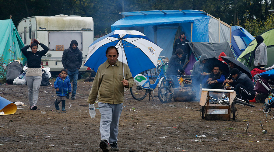 "Migrants are seen near their tents in the makeshift camp called the ""New Jungle"" as unseasonably cool temperatures arrive in Calais, northern France © Pascal Rossignol"