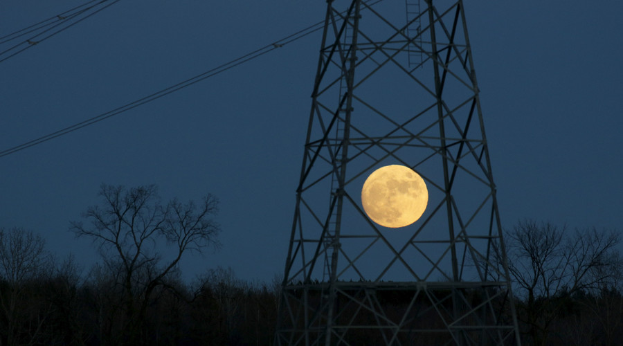 The full moon rises behind a hydro tower on Christmas eve in Ottawa December 24, 2015. © Blair Gable