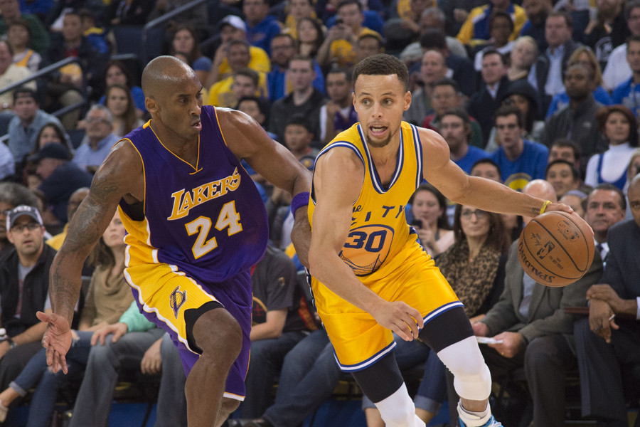 Golden State Warriors guard Stephen Curry (30) and Los Angeles Lakers forward Kobe Bryant (24). © Reuters