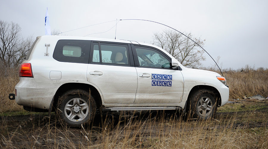 OSCE observers, journalists under fire in E. Ukraine
