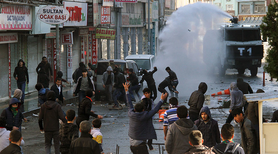 Riot police use a water cannon to disperse Kurdish demonstrators during a protest against the curfew in Sur district, in the southeastern city of Diyarbakir, Turkey, December 22, 2015.  ©Sertac Kayar
