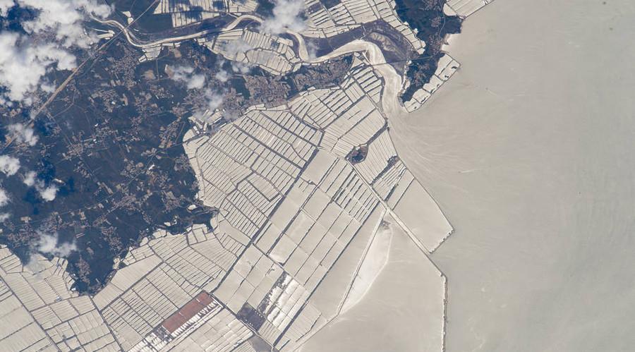Aquaculture, northeast China. © NASA
