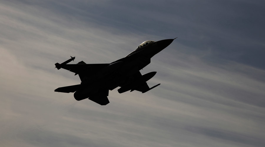 F-16 fighter jet © Amir Cohen