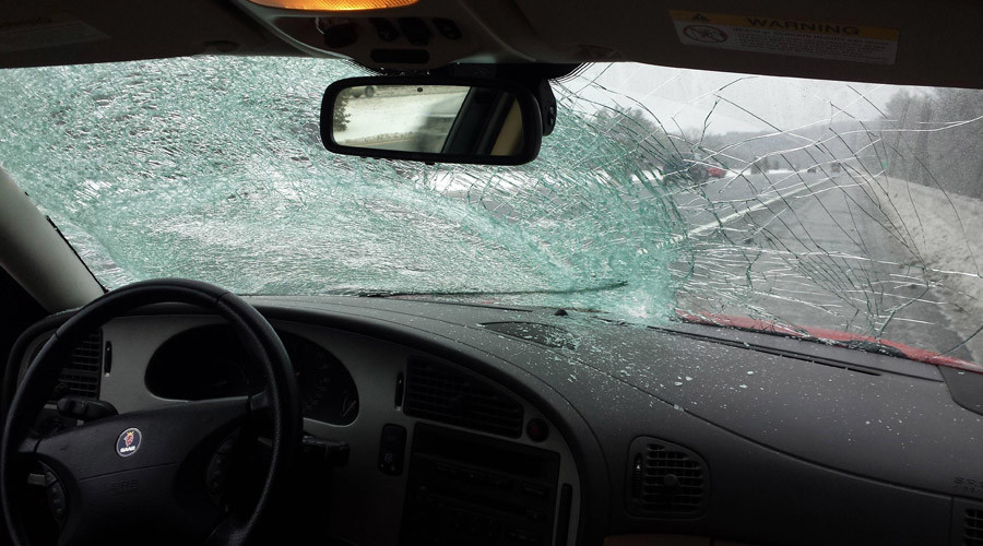 Driver calmly survives smashed windshield (VIDEO)