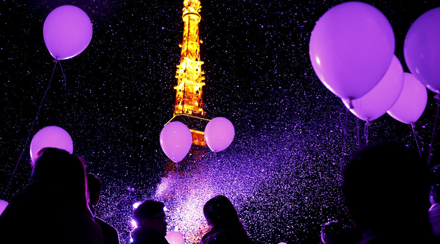 People hold balloons to release them at the turn of the New Year at a hotel in front of the landmark Tokyo Tower in Tokyo, Japan, December 31, 2015, 2016. © Thomas Peter