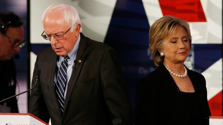 Democratic U.S. presidential candidate former Secretary of State Hillary Clinton walks past fellow candidate and Senator Bernie Sanders © Jim Young