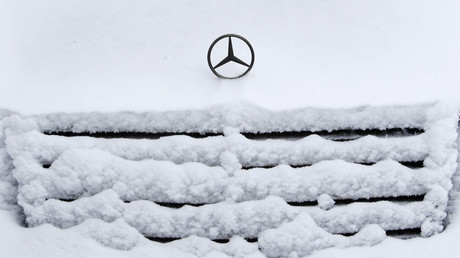 A Mercedes-Benz car is seen after a heavy snowfall in Moscow © Sergei Karpukhin