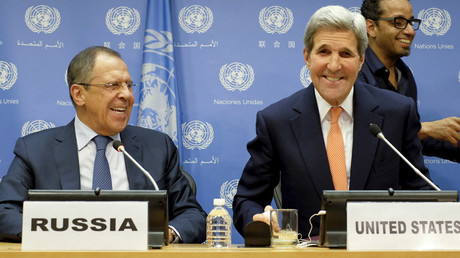 Russia's Foreign Minister Sergey Lavrov (L ) and U.S. Secretary of State John Kerry smile during a news conference at the United Nations Headquarters in Manhattan, New York, December 18, 2015. © Eduardo Munoz