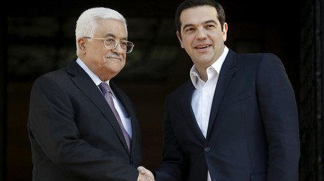 Greek Prime Minister Alexis Tsipras (R) welcomes Palestinian President Mahmoud Abbas at the Maximos Mansion in Athens, Greece, December 21, 2015. © Alkis Konstantinidis