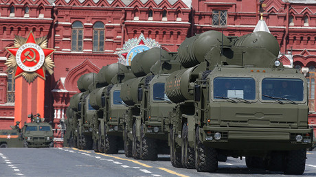 Russian S-400 Triumph medium-range and long-range surface-to-air missile systems during the Victory Day parade at Red Square in Moscow, May 9, 2015 © Sergey Karpukhin