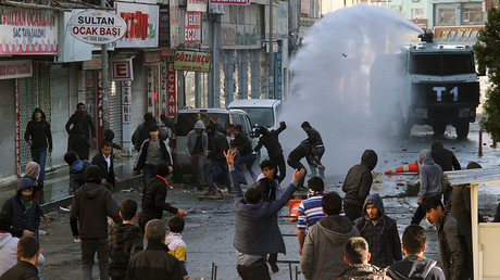 Riot police use a water cannon to disperse Kurdish demonstrators during a protest against the curfew in Sur district, in the southeastern city of Diyarbakir, Turkey, December 22, 2015.  © Sertac Kayar