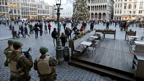 Belgian soldiers stand guard on Brussels' Grand Place, December 30, 2015. © Francois Lenoir