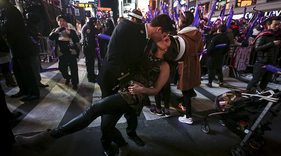United States Navy Midshipman Mason Kraft dips Cassidy Cunningham as they pose for a photo in Times Square during New Year's Eve celebrations in the Manhattan borough of New York, December 31, 2015. © Carlo Allegri