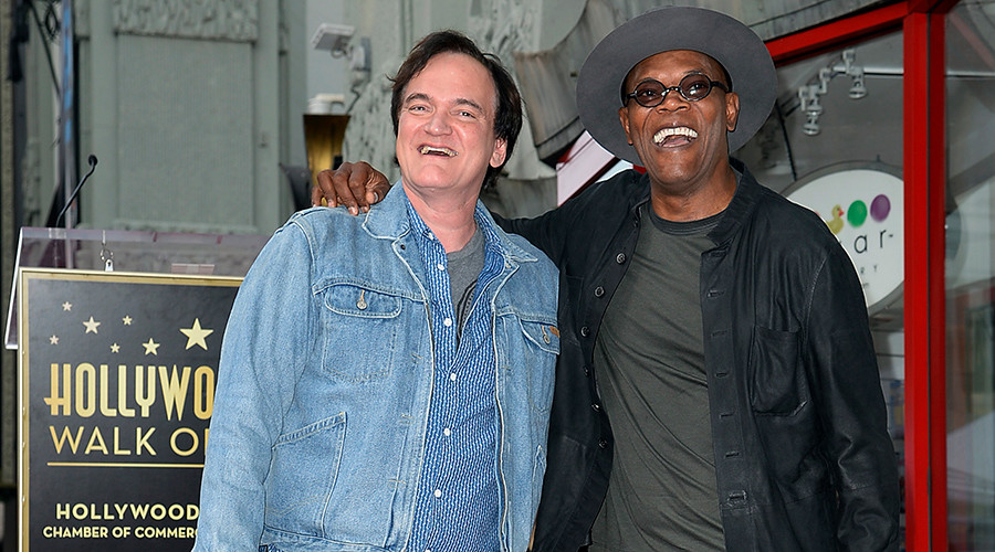 Director Quentin Tarantino (L) poses on top of his star with actor and event emcee Samuel L. Jackson © Kevork Djansezian