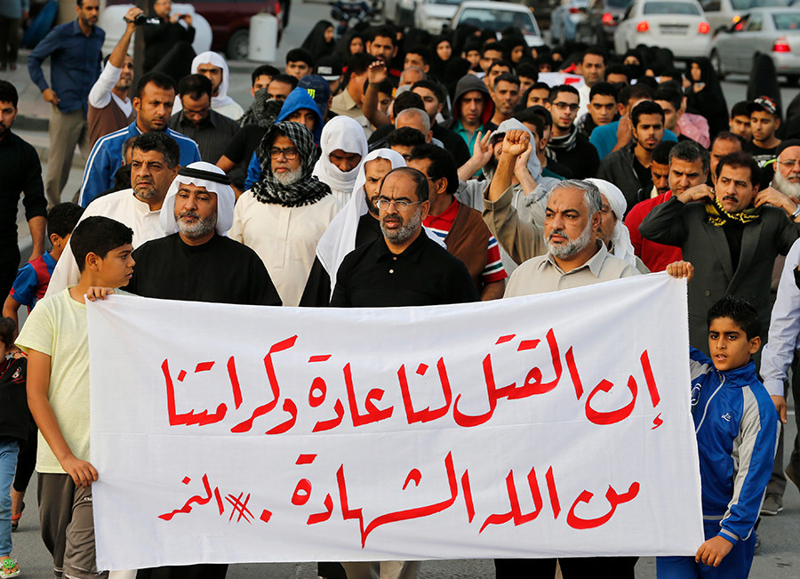 "Protesters holding a banner saying ""Death is normal to us and our dignity from God is martyrdom"" take part in a protest against the execution of Saudi Shi'ite cleric Nimr al-Nimr by Saudi authorities, in the village of Sanabis, west of Manama, Bahrain January 2, 2016 © Hamad I Mohammed"