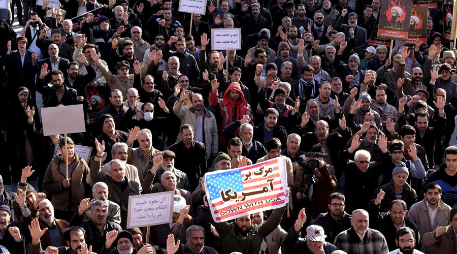 Protesters chant slogans during a demonstration against the execution of Sheikh Nimr al-Nimr in Saudi Arabia, at Imam Hussein square in Tehran January 4, 2016. © Raheb Homavandi