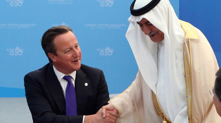 British Prime Minister David Cameron (L) and Saudi Arabia's Finance Minister Ibrahim Al-Assaf © Sergei Karpukhin