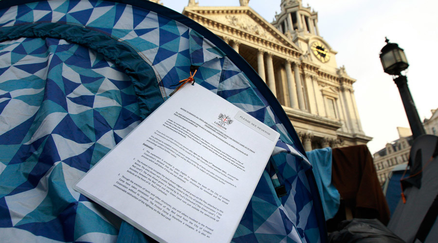 An eviction notice from the City of London hangs on a tent outside St. Paul's Cathedral in London © Suzanne Plunkett