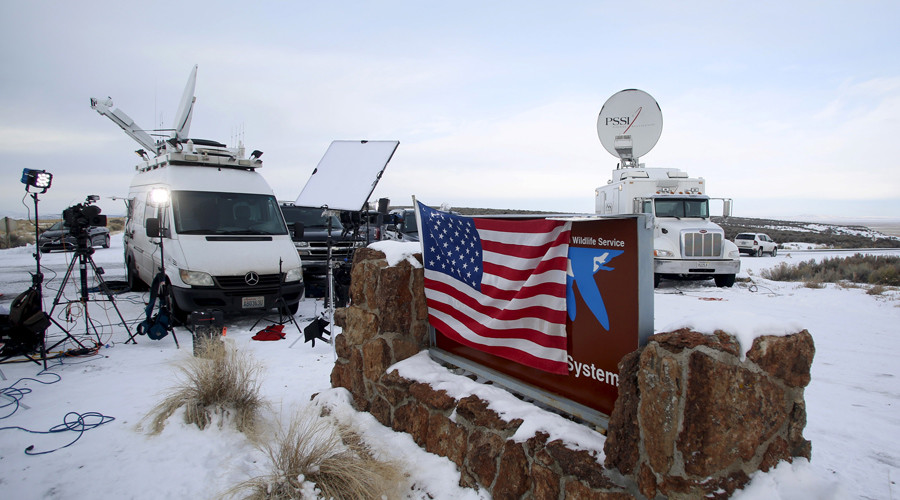 Media and satellite trucks are seen at the Malheur National Wildlife Refuge near Burns, Oregon, January 4, 2016 © Jim Urquhart