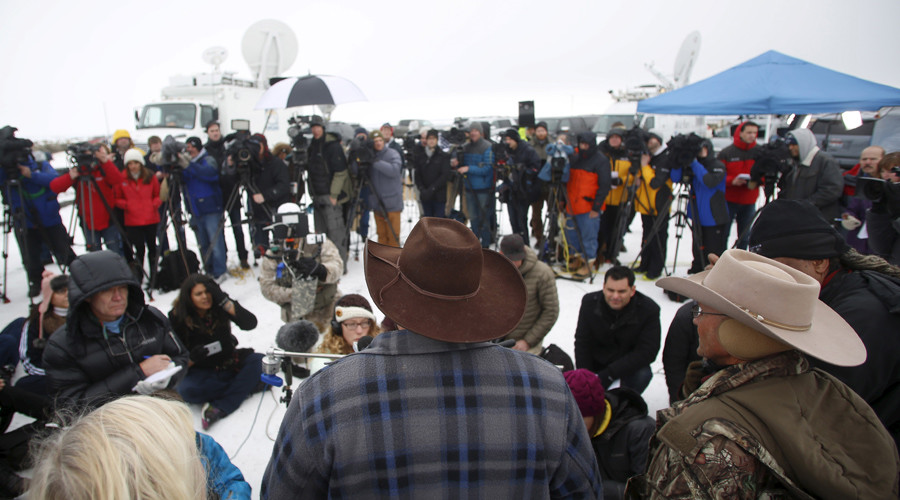 Ammon Bundy addresses the media at the Malheur National Wildlife Refuge near Burns, Oregon, January 5, 2016 © Jim Urquhart
