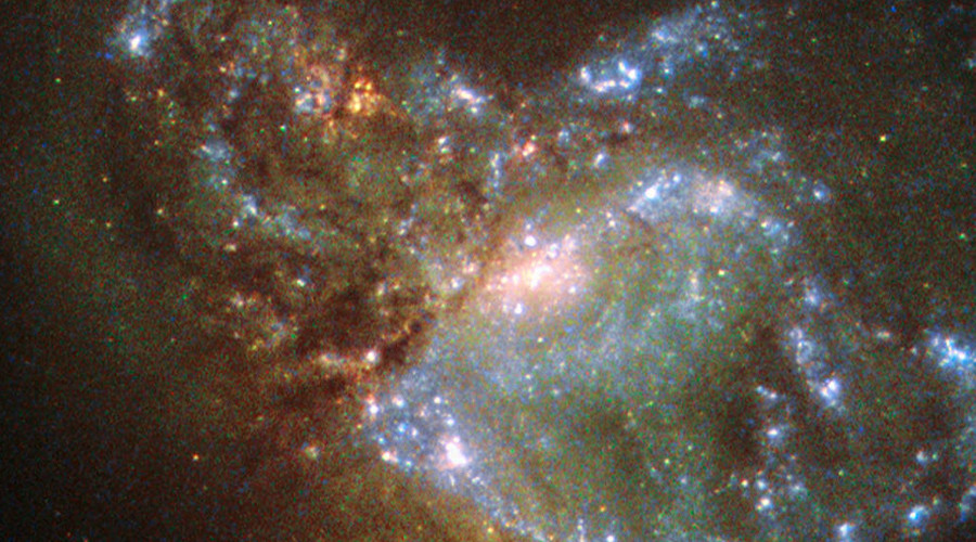 This image, taken with the Wide Field Planetary Camera 2 on board the NASA/ESA Hubble Space Telescope, shows the galaxy NGC 6052, located around 230 million light-years away in the constellation of Hercules © nasa.gov