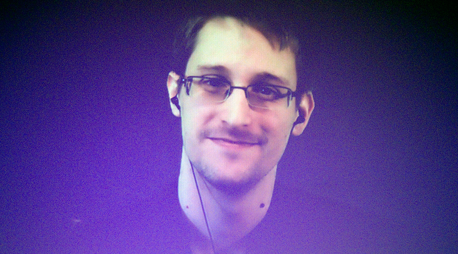 'Can't arrest a robot': Snowden's hi-tech disguise surprises audience at Vegas convention