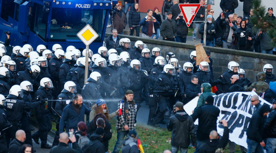 German police fire water cannons at PEGIDA protesters in Cologne
