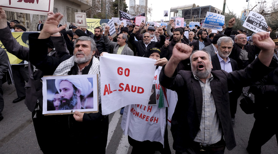 A protester holds a picture of Shi'ite cleric Sheikh Nimr al-Nimr, who was executed in Saudi Arabia, January 8, 2016. © Raheb Homavandi