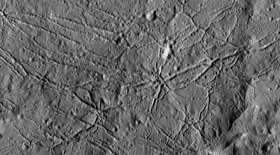 The fractured floor of Dantu Crater on Ceres. © NASA