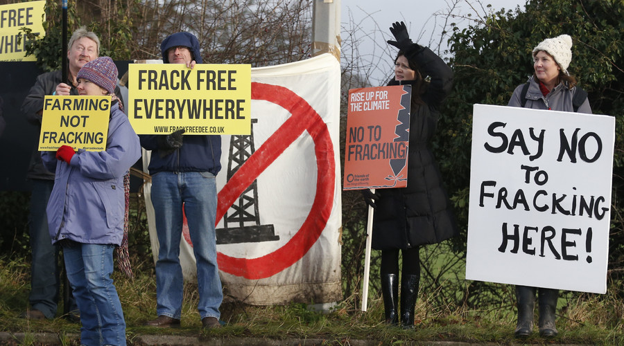 Demonstrators protest at a fracking test drilling site in Upton, near Chester in Britain January 12, 2016. © Phil Noble