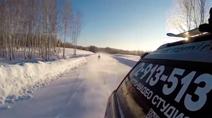 Russian daredevil skis at 130kph down icy Siberian road (VIDEO)