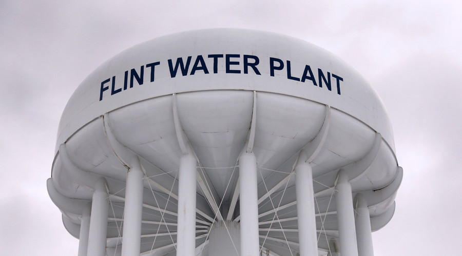 Obama declares Flint water emergency, Sanders demands Michigan governor resign