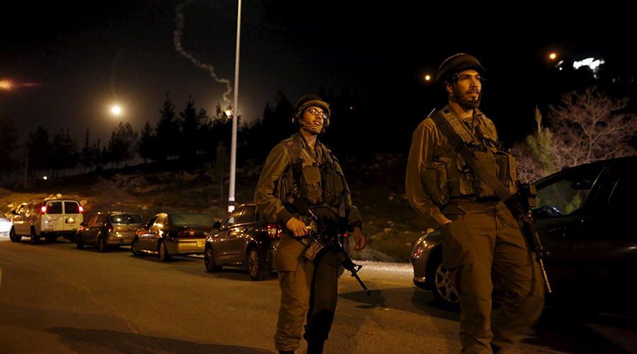 Israeli soldiers guard near the Jewish settlement of Otniel in the West Bank © Ronen Zvulun