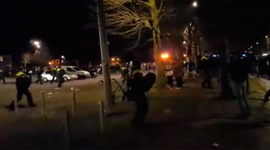 'Stop asylum nonsense!' Anti-refugee rally in small Dutch town erupts in violence (VIDEOS)