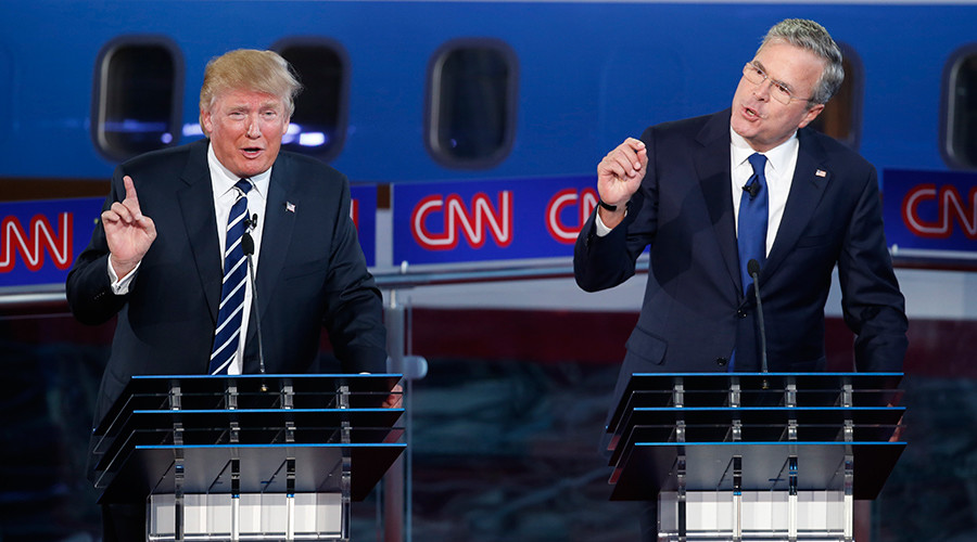 Republican U.S. presidential candidates businessman Donald Trump (L) and former Florida Governor Jeb Bush © Lucy Nicholson