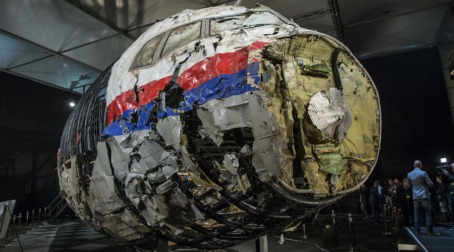The reconstructed wreckage of the MH17 airplane is seen after the presentation of the final report into the crash of July 2014 of Malaysia Airlines flight MH17 over Ukraine, in Gilze Rijen, the Netherlands, October 13, 2015. © Michael Kooren